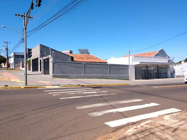 Excelente Imóvel comercial de esquina - Av. das Bandeiras