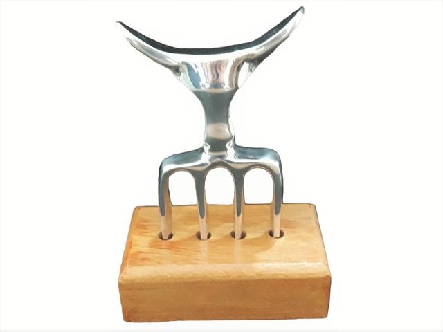 Garfo Tridente para Churrasco 4 Dentes de Alumínio e Suporte de Madeira
