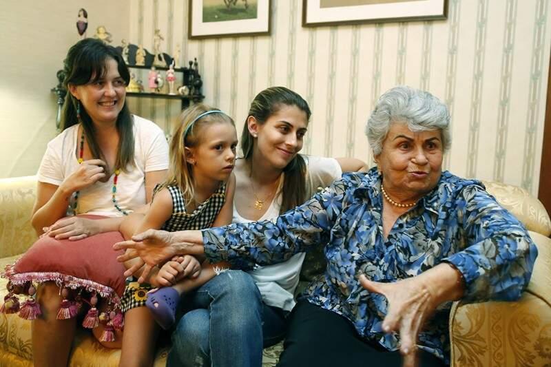 Carol, Nina e a filha Bárbara e a bivó Elza Dória (Foto: Gerson Walber)