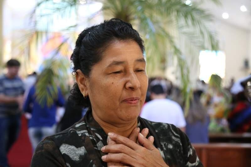 Maria do Carmo Rosário afirma que vai à missa porque se sente feliz e renovada (Foto: Fernando Antunes)