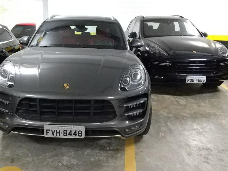 Carros de luxo apreendidos (Foto: PF/Divulgação)