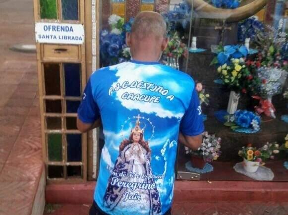 Momentos antes da partida Jair rezou para a santa