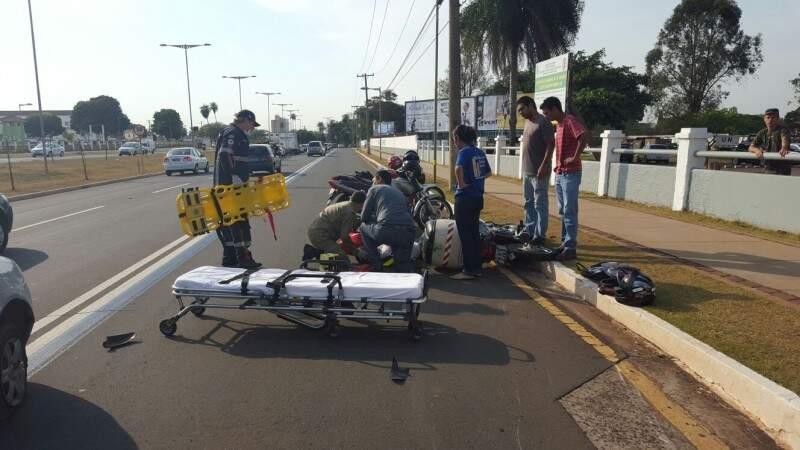 As duas colisões envolveram carro e moto, na Avenida Duque de Caxias.(Foto:Direto das Ruas)