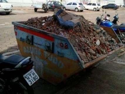 Após dois dias fechados e reportagem, aterro de resíduos é reaberto