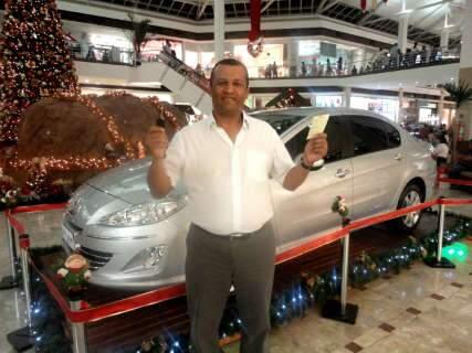 Gerente comercial ganha carro de luxo em promoção de shopping