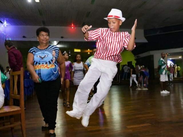 Carnaval terá patrocínio do Estado em duas cidade. Passista mostra samba no pé no lançamento da festa na Capital,  no último dia 16. (Foto: Kisie Ainoã)