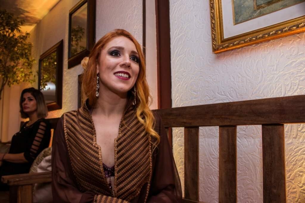 Bianca Garutti é diretora artística do grupo de Dança do Ventre Litani. (Foto: Henrique Kawanamwni)