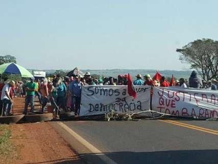 Superintendente do Incra vai à BR-262 e manifestantes suspendem ato no local