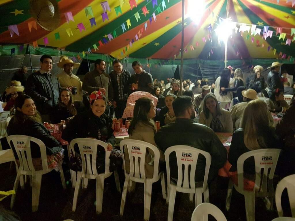 Festa ficou lotada de amigos e familiares.