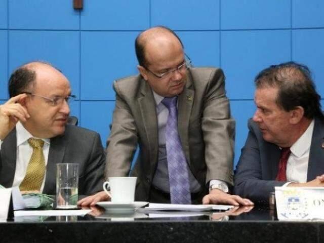 No centro, deputado José Carlos Barbosa (DEM), um dos parlamentares que pediram as audiências públicas (Foto: Arquivo/Assembleia Legislativa)