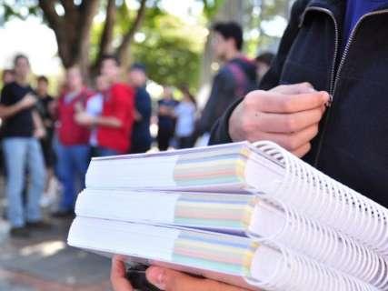 Ano letivo tem início, mas alunos terão poucas aulas neste mês