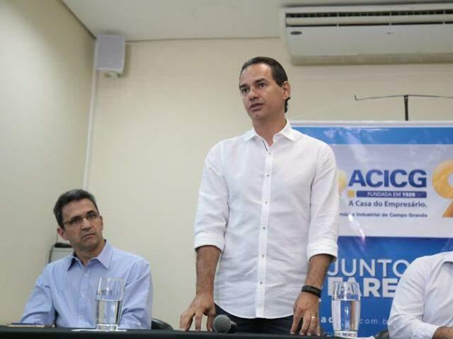 Secretário da Sedesc, Luiz Fernando Buainain à esquerda, junto com o prefeito Marquinhos Trad (Foto: Fernando Antunes)