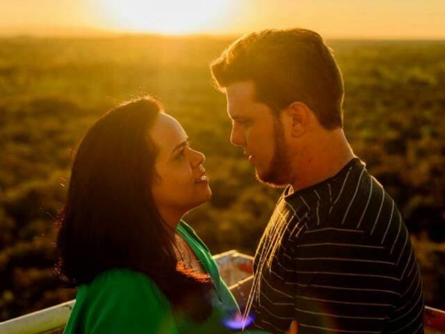 Para Aline, história de amor estava predestinada a acontecer do jeito que foi. (Foto: Thiago Coelho)