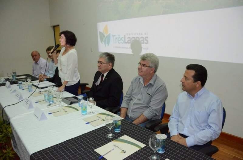 Representantes de vários setores participaram de reunião na manhã de hoje. (Foto: Prefeitura de Três Lagoas)