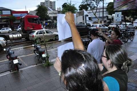 Comércio fecha por uma hora em apoio a protesto dos caminhoneiros