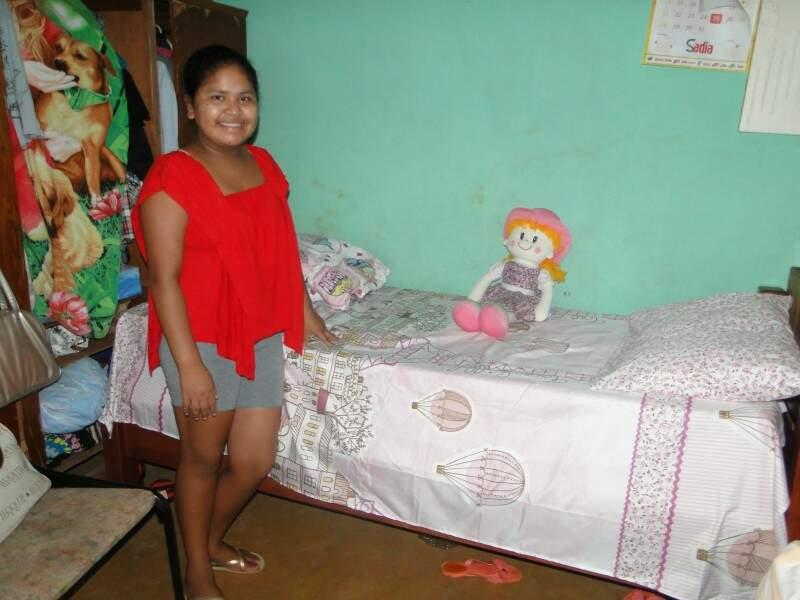 Aline agora que terminou o segundo ano da escola. Aos 12 anos, a menina não sabe dizer nem por quanto tempo está sem ir à escola.