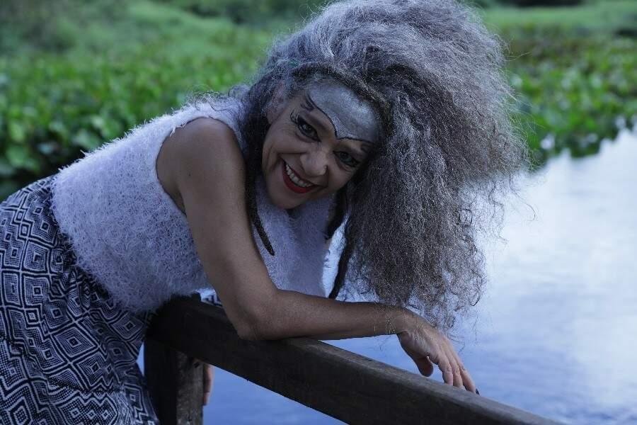para o sul-mato-grossense Alzira sempre será apresentada com o sobrenome, Alzira Espíndola.