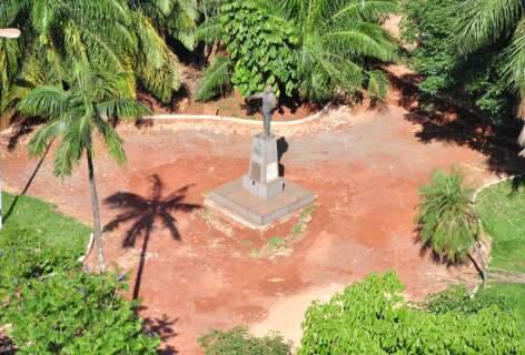 Em obras da 16ª revitalização, praça Ary Coelho ganha cor de terra vista de cima