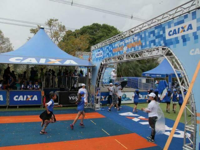 Crianças participam das competições em estrutura montada neste domingo.  (Foto: João Paulo Gonçalves)
