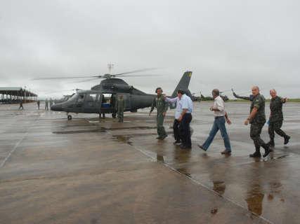 Governador e ministro fazem sobrevôo de uma hora na região de Aquidauana