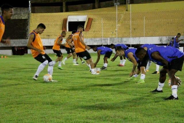Jogadores do Operário treinam antes da partida contra o Cuiabá pela Copa Verde (Foto: OFC/Divulgação)