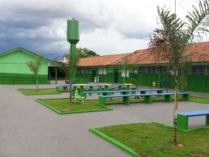 Greve de servidores da Educação adia entrega de escola reformada por detentos