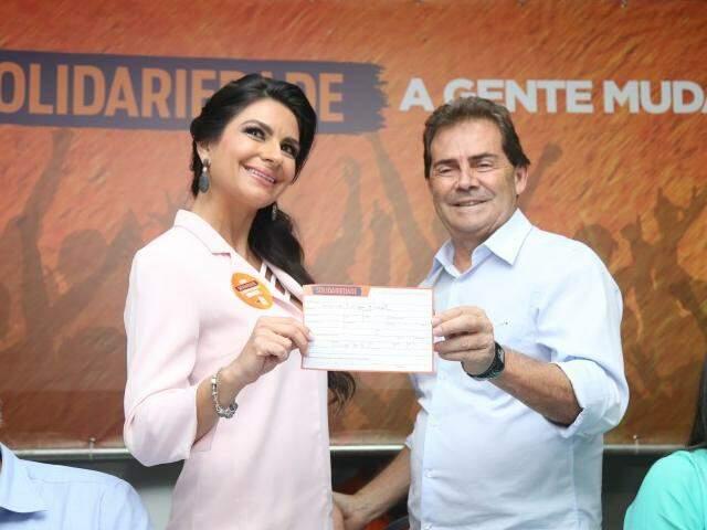 Tetê Trad e Paulinho da Força durante ato político em que ela se filiou ao partido dele (Foto: Fernando Antunes)