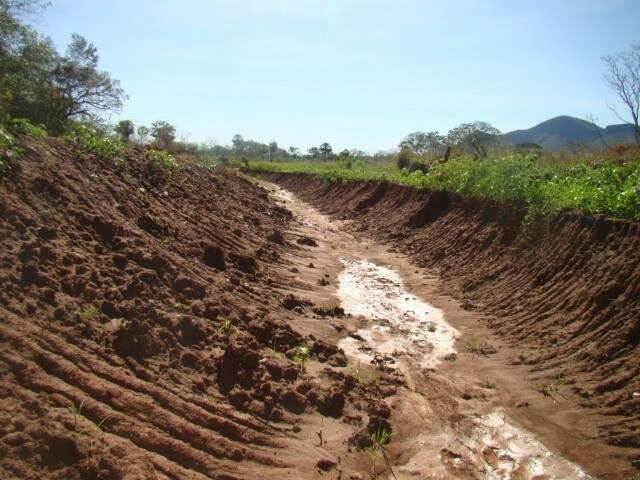 As obras de desvio ainda estavam em andamento, mas foram interrompidas pela PMA. (Foto: Divulgação PMA)