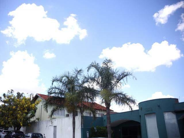 Céu claro e com poucas nuvens na tarde desta terça-feira em Campo Grande (Foto: Paulo Francis)