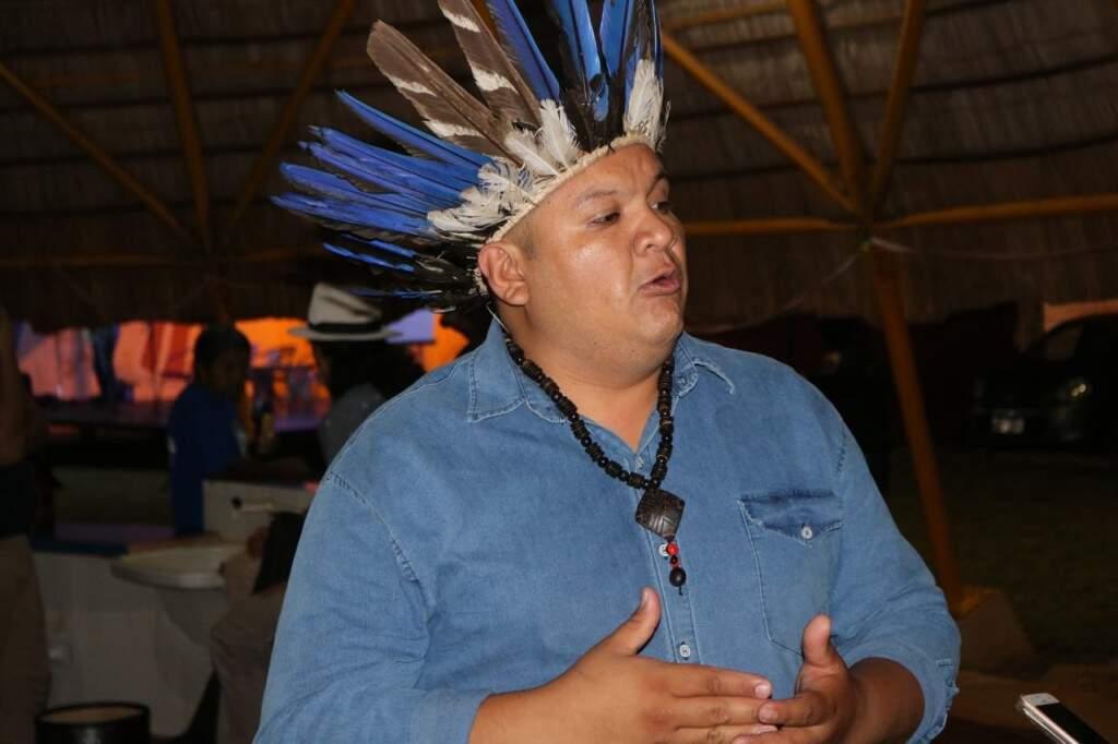 O cacique Josias Jordão explica a proposta da feira (Foto: Marcos Maluf)
