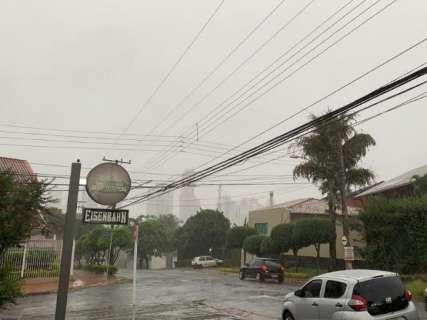 """Chuva """"tranquila"""" encerra tarde de sexta-feira e ameniza calor"""