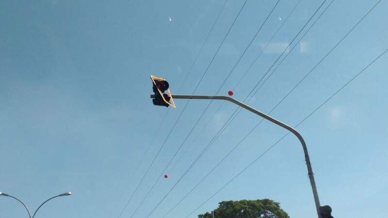 Semáforo na Avenida Ministro João Arinos é alvo de reclamação de motoristas. (Foto: Direto das Ruas)