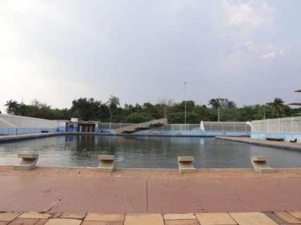 Alunos reclamam de piscina em estado de abandono na UFMS