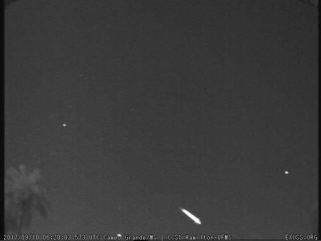 Meteoro captado em outra ocasião pelas câmeras instaladas na UFMS (Foto: reprodução)