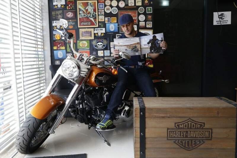 Parceira da Harley Davidson, moto faz sucesso na decoração. (Foto: Gerson Walber)