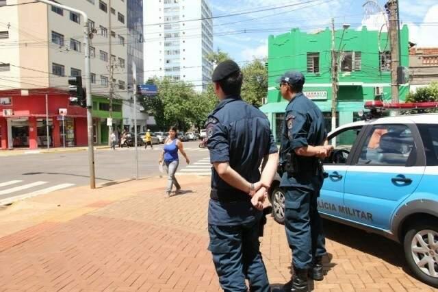 Policiais fazendo a segurança no centro de Campo Grande; MS teve nota 85 no quesito segurança pública (Foto: Marcos Ermínio/Arquivo)
