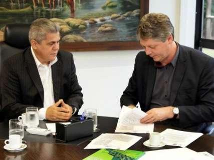 Governo assina termo para coordenar ações relativas a lixões em MS