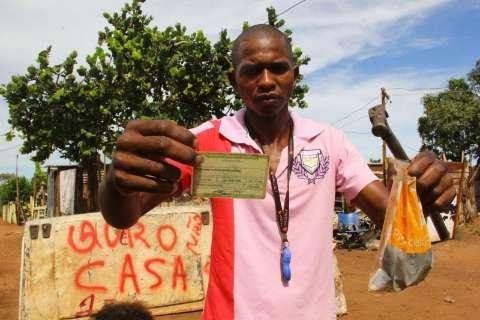 No segundo dia de mudança, famílias começam resistir à remoção de favela