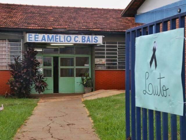 Hoje não tem aula na escola Amélio de Carvalho Baís, onde lecionava professor que morreu com gripe (Foto: Fernando Antunes)