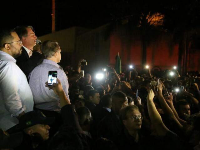 PM estima que 300 pessoas foram receber Bolsonaro (Fotos: Alcides Neto)