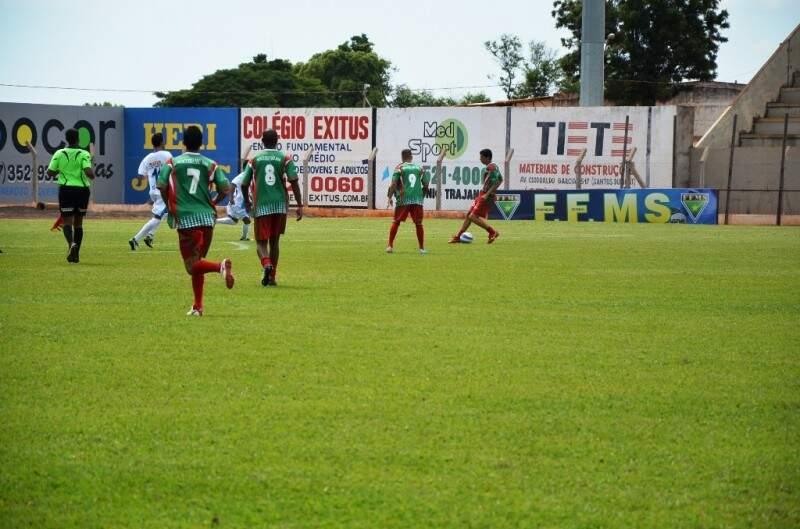 Mais de trezentos jogadores estiveram na abertura do Campeonato Municipal Futebol Varzeano. (Foto: Divulgação)
