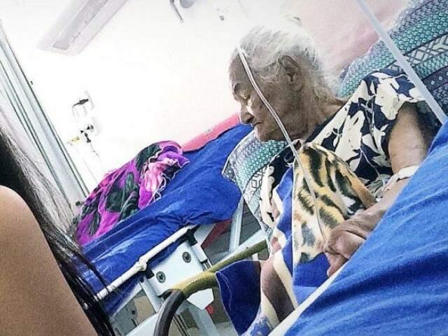Nessa terça-feira (01)Florisbela ficou duas horas esperando o médico (Foto: Arquivo Pessoal)