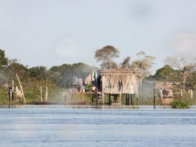 Famílias que vivem às margens do Paraguai e do Paraguai-Mirim serão monitoradas. (Foto: Silvio Andrade/Segov)