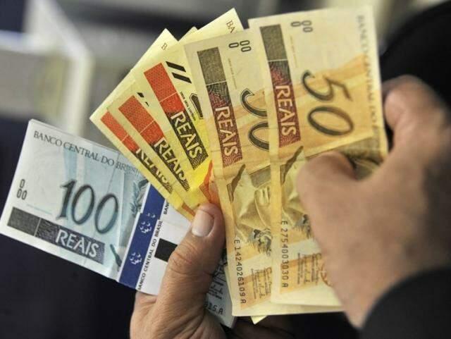 Valor da antecipação é de até 50% do 13º e a cobrança do Imposto de Renda será feita somente no pagamento da segunda parcela, que vai acontecer em novembro. (Foto: Internet/Reprodução)
