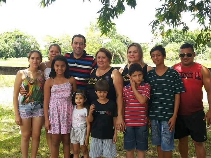 A família que cresceu a partir do casamento dos primos.
