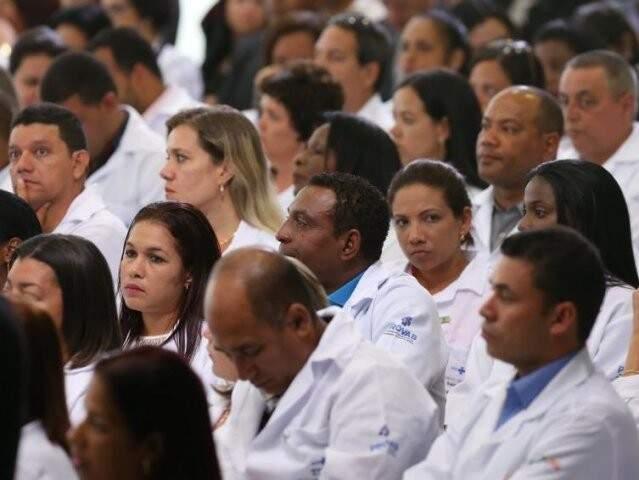 Médicos cerimônia de anúncio da prorrogação da permanência dos médicos brasileiros formados no exterior e estrangeiros no Programa Mais Médicos (Foto: Lula Marques/Agência PT)