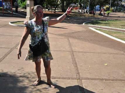 Obras da praça Ary Coelho começam em meio a protestos dos ambulantes