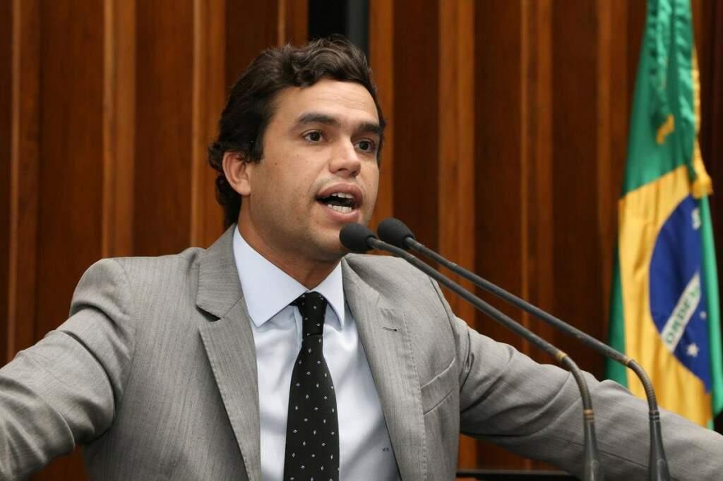 Deputado Beto Pereira (PSDB), líder do bloco tucano, durante sessão (Foto: Victor Chileno/ALMS)