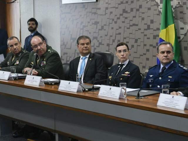 Nelsinho (ao centro) preside a Comissão de Relações Exteriores e Defesa Nacional. (Foto: Edilson Rodrigues/Agência Senado)
