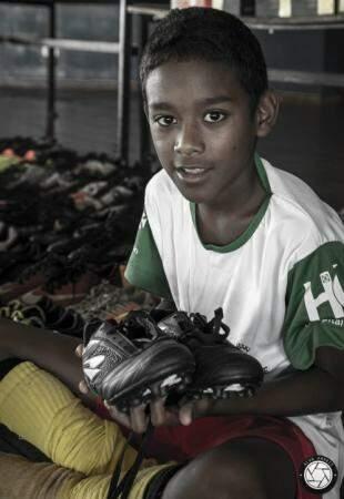 Morador do Tarsila do Amaral, Marcos Vinícius Delmondes da Silva, de 10 anos. (Foto: Alan Arrais)